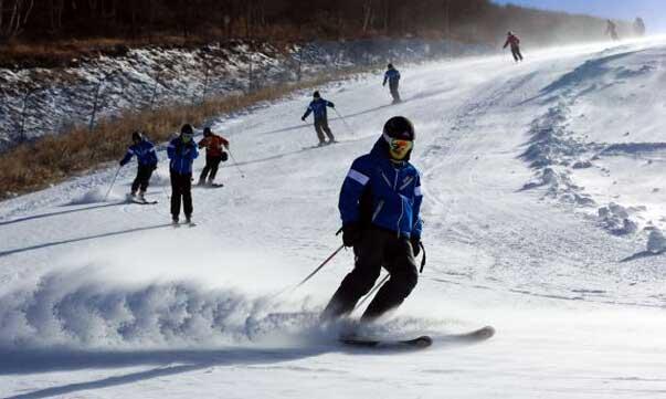 申冬奥促崇礼滑雪升温 首月迎客同比增30%