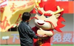 河北华夏主教练李铁穿非赞助商品牌鞋子被罚40万