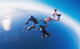 太空边缘玩跳伞、体验俄罗斯军事游 这家极限俱乐部打造高端社交商务平台