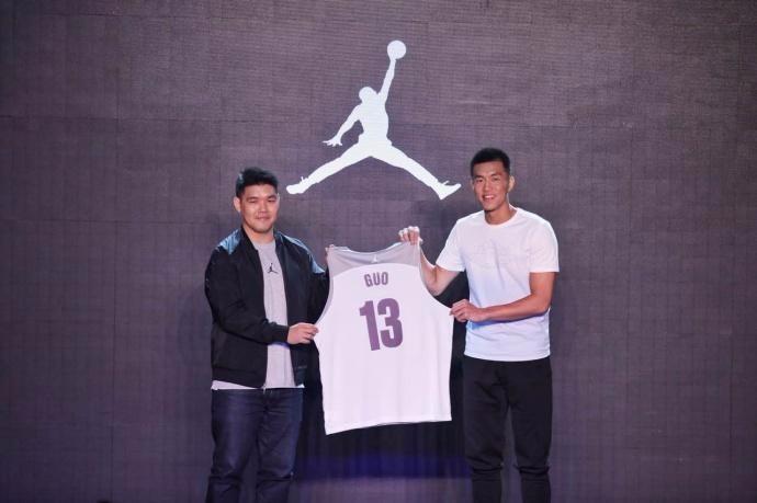 郭艾伦正式签约Air Jordan  成AJ旗下第一位亚洲球员