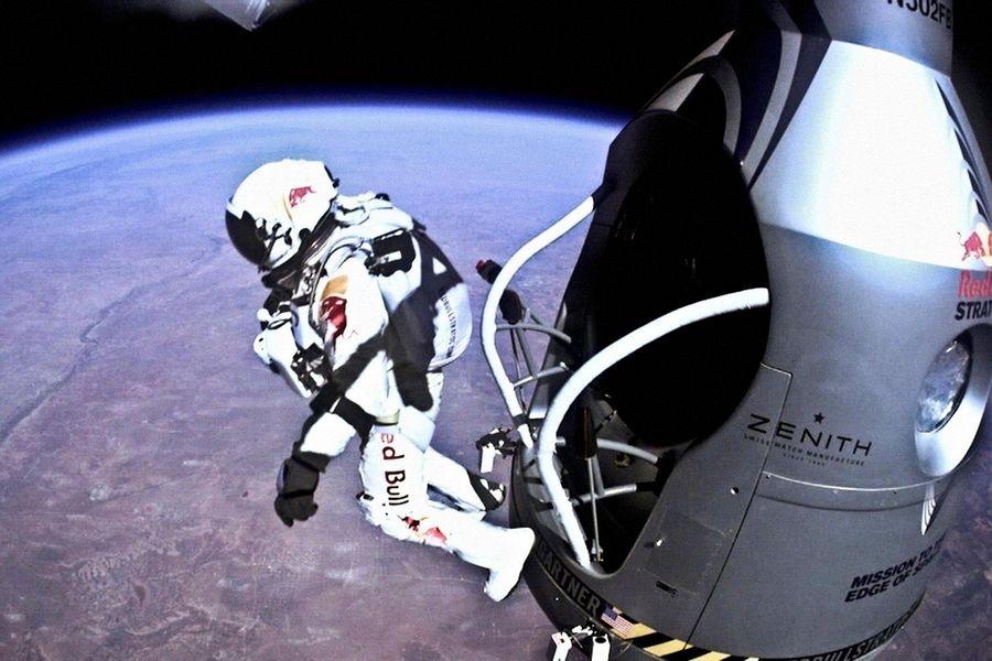 felix-baumgartner-super-bowl-gopro-red-bull-stratos.jpg