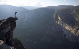 征服奥斯卡的《徒手攀岩》,死亡率50%的free solo运动
