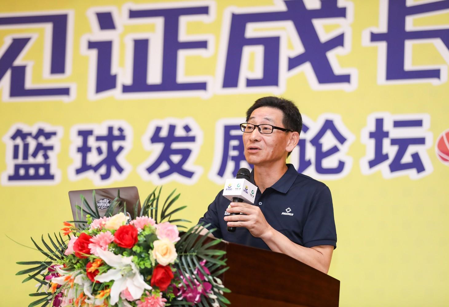 10.中国体育经济研究中心主任鲍明晓演讲.jpg
