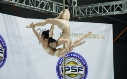 第二届中国钢管运动锦标赛在京举办 73岁女选手演绎高空芭蕾成亮点