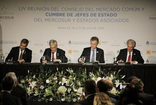 阿根廷等四国首脑签署协议 正式申办2030年世界杯
