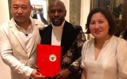 传奇拳王梅威瑟受聘中国国家拳击队特别顾问