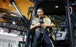 中国首个UFC冠军张伟丽获实干家金腰带!助阵卡特彼勒活动,诠释梦想的力量!