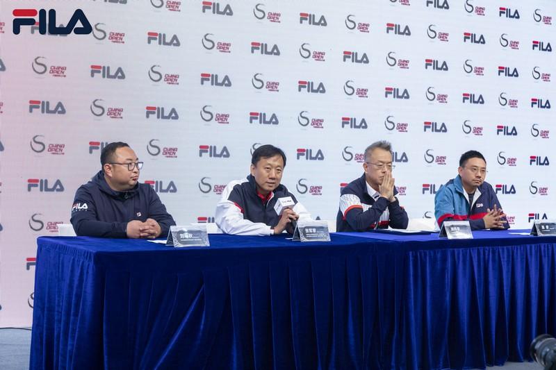 图四-中国网球公开赛联合赛事总监 中网公司董事、总裁张军慧先生(左二)回答媒体问题.jpg