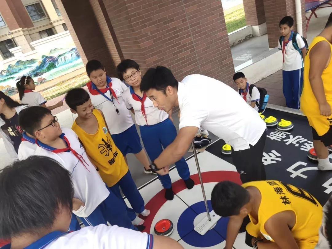将冰壶培训引入校园,大龙体育要做冰壶培训先行者