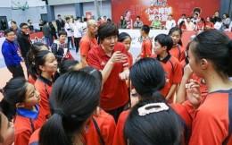 郎平携朱婷推动青少年排球 康师傅小小排球训练营在京启动