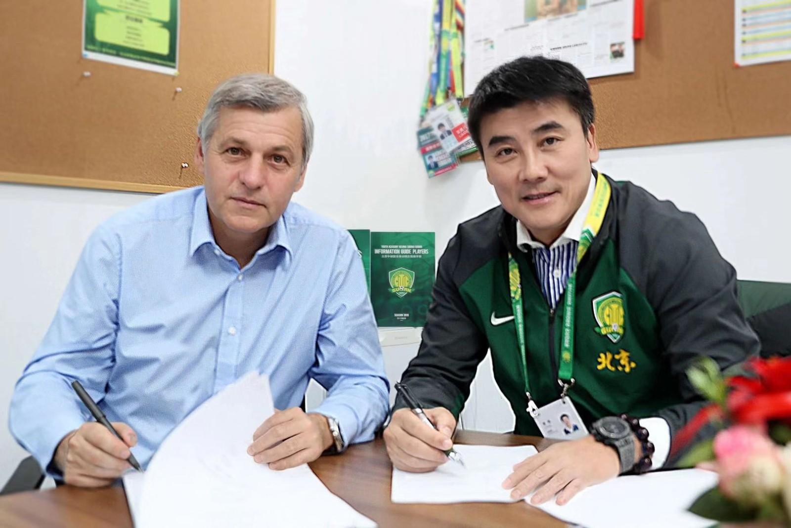 北京国安宣布续约主教练热内西奥