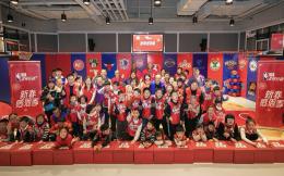 保龄、涂鸦、剪纸!NBA传奇马里昂、鲍文到访上海与特奥小运动员迎春贺岁