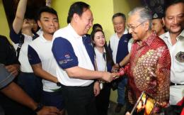 """""""一带一路""""国际帆船赛圆满收官,马来西亚总理马哈蒂尔出席颁奖典礼"""