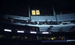 致敬曼巴!湖人主场斯台普斯中心点亮科比退役8号和24号球衣