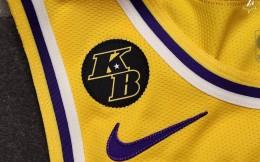 湖人为球衣&主场地板添加科比元素以示缅怀 并为球迷提供科比纪念T恤