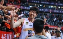 辟谣!邱彪并未顶替王建军成为深圳男篮主教练