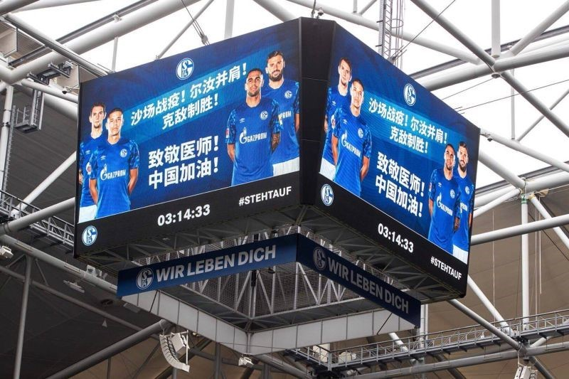 暖心!本轮德甲联赛多支球队在主场用广告牌为武汉加油