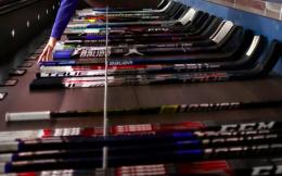 疫情持续发展或致NHL球杆短缺,联盟75%球杆为中国制造