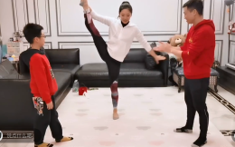 湖北名将杨威在武汉家中直播亲子体育课体操冠军全家为武汉加油