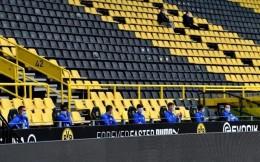 空场、赛前踢脚礼、替补球员戴口罩间隔1.5米,德甲复赛创造足球新生态