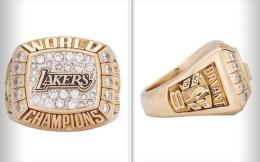 科比冠军戒指拍出20.6万美元,20年前送给母亲