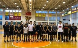 超励志!独臂篮球少年张家城受邀参观广东宏远