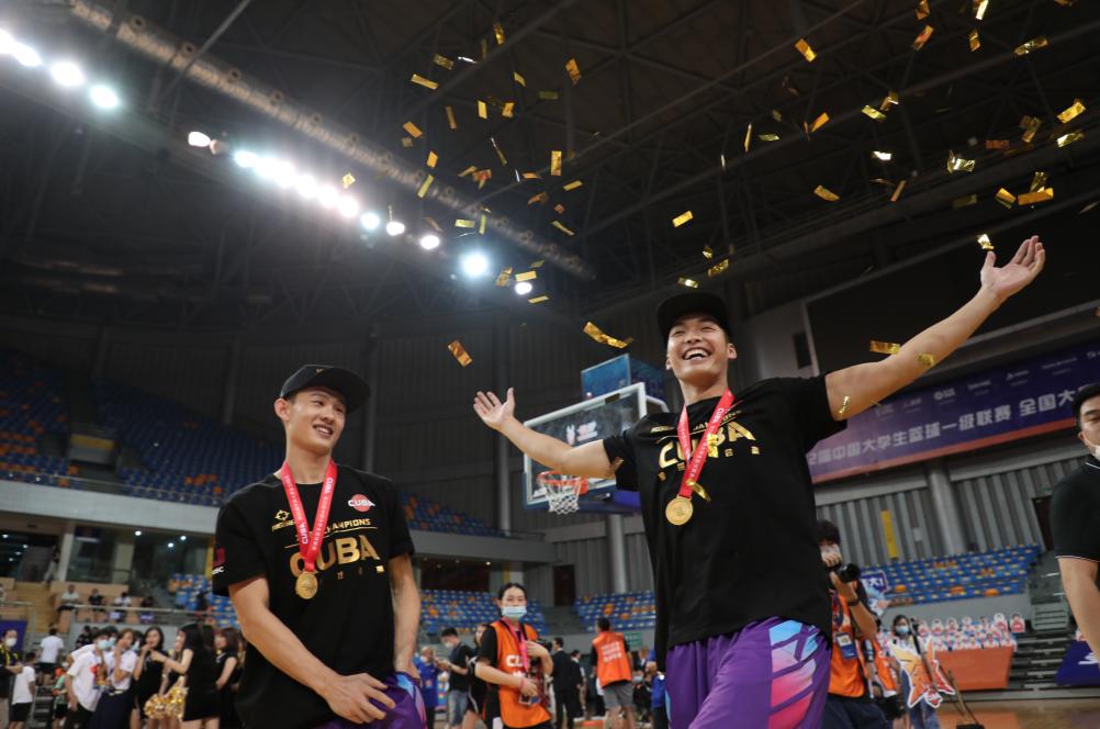 清华男篮时隔三年重夺CUBA总冠军