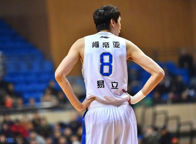 排骨飞侠易立宣布退役,新赛季将出任江苏肯帝亚助理教练