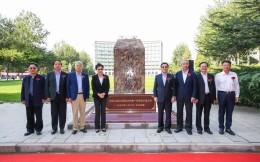 亚拳联副主席吴迪献礼中国人民大学,捐赠器材助力体育文化建设