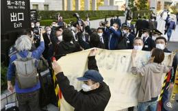 巴赫访日本遭民众抗议:不要浪费我们钱 生命最重要