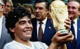 一代球王马拉多纳辞世 阿根廷总统府宣布全国哀悼三天并将举行国葬