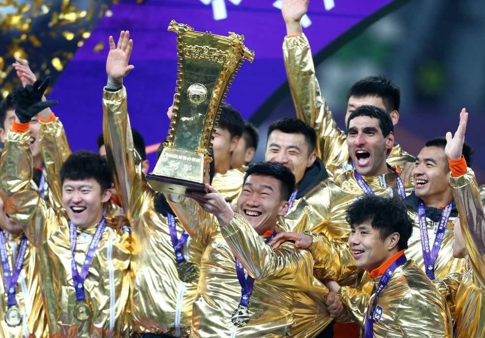 鲁能2-0苏宁第六次夺得足协杯冠军 时隔6年再度加冕