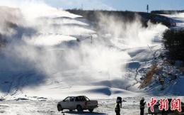 滑雪场伤亡事件多发 多地开展冰雪场所安全检查