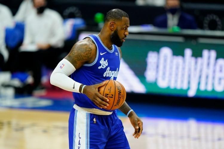 福布斯NBA球员年收入榜:詹姆斯9540万美元 连续7年位列榜首