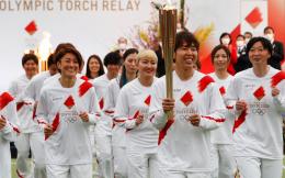东京奥运圣火传递今日正式在福岛启动,日本女足团队担任第一棒火炬手