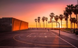 2020年全國體育場地371.34萬個,籃球場數量最多
