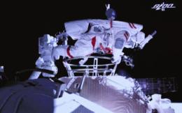 早餐7.5|航天员穿安踏亮相中国空间站 维斯塔潘首获大满贯