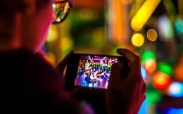 """腾讯游戏推出""""零点巡航"""",未成年人夜间偷玩游戏将被踢下线"""