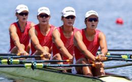 领先6秒碾压对手!中国赛艇女子四人双桨夺中国军团第10金