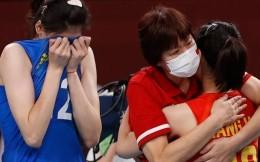 郎平谢幕!中国女排3-0阿根廷告别东京奥运 赛后全队鞠躬致谢郎导