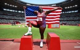 颁奖时搞事情!美国铅球银牌选手成东京奥运会示威第一人