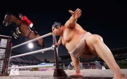 東京奧運會馬術賽場驚現相撲雕像 參賽選手:把我馬嚇一跳