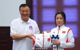 杨倩将奥运会领奖服赠予清华大学